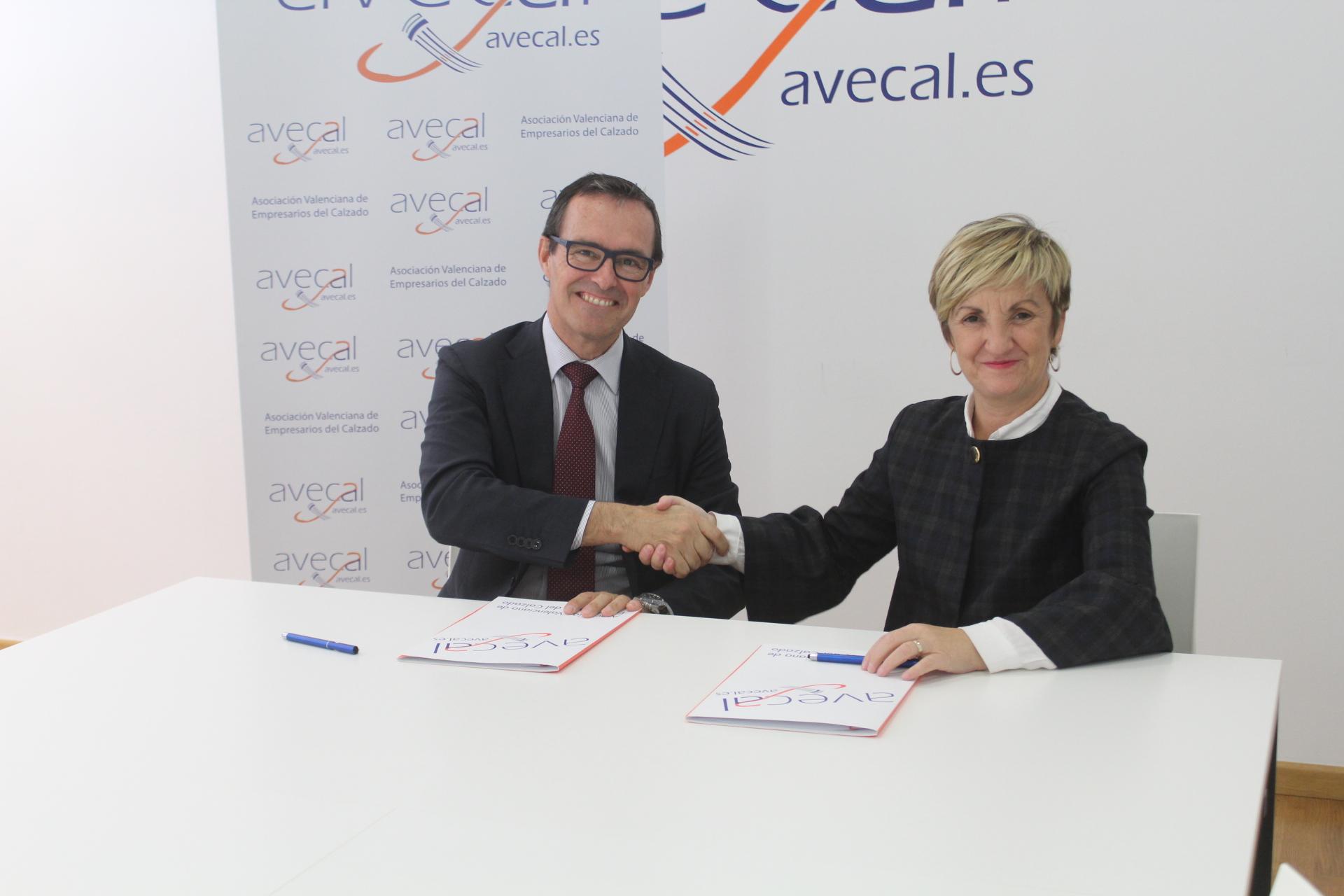 458bb366d4841 Convenio entre Credilex y Avecal para asesoramiento jurídico internacional